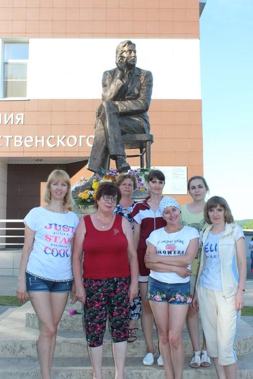«Девчата» побывали на родине Роберта Рождественского.