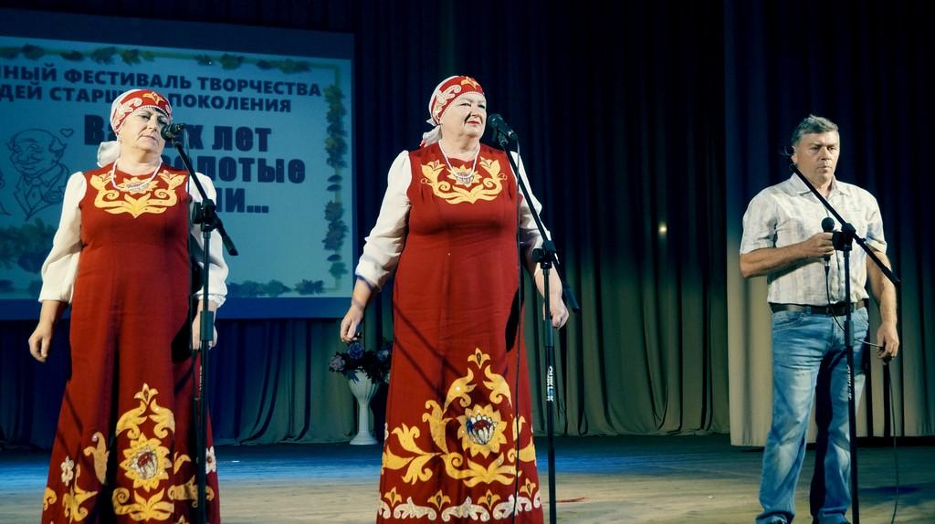 """""""Ваших лет золотые россыпи"""""""