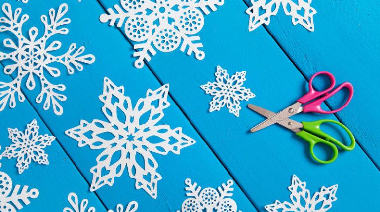 День вырезания снежинок (27 декабря)