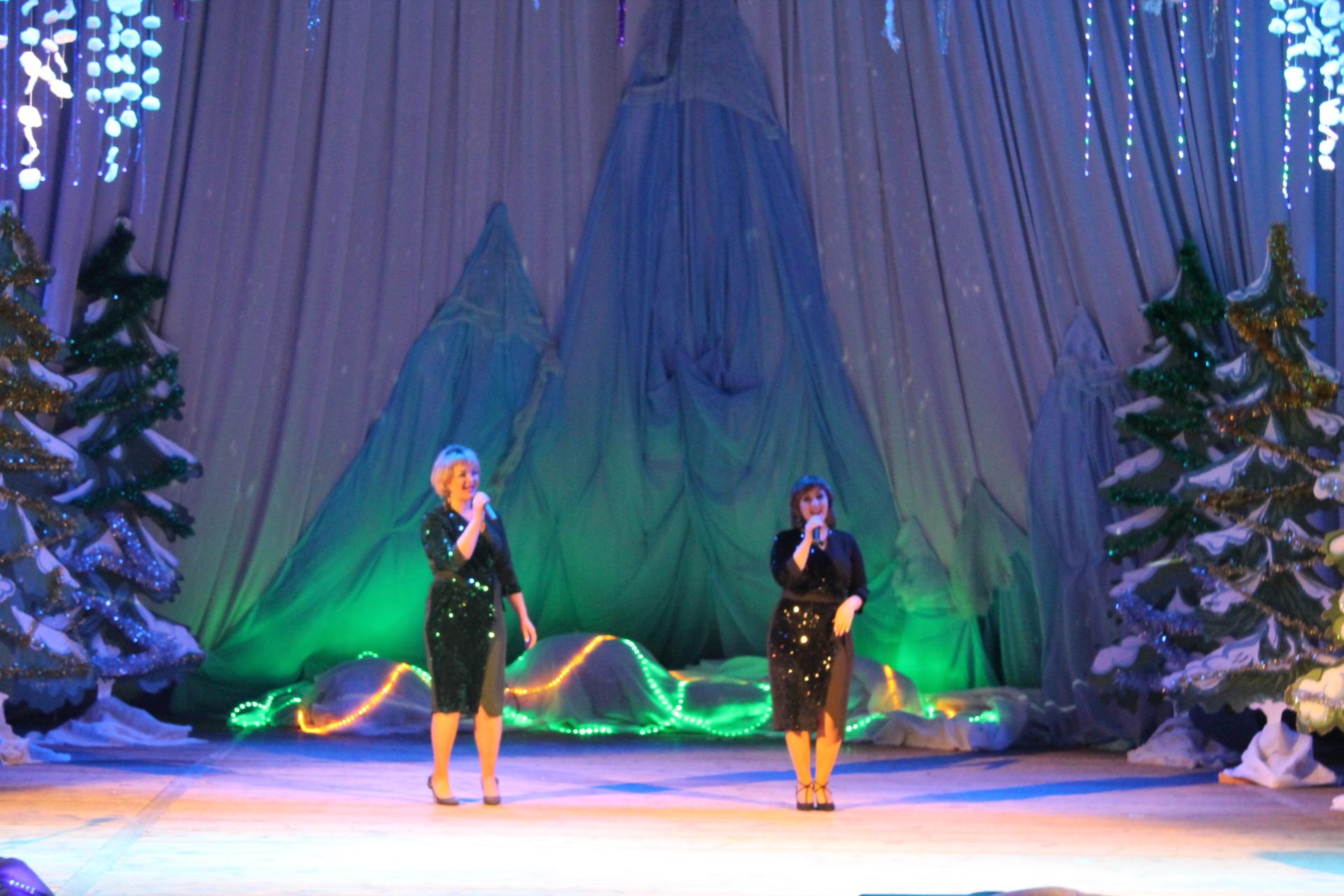 """""""Шлягер на бис"""" - самые лучшие исполнители района выступили на сцене центрального Дома культуры 7 января"""